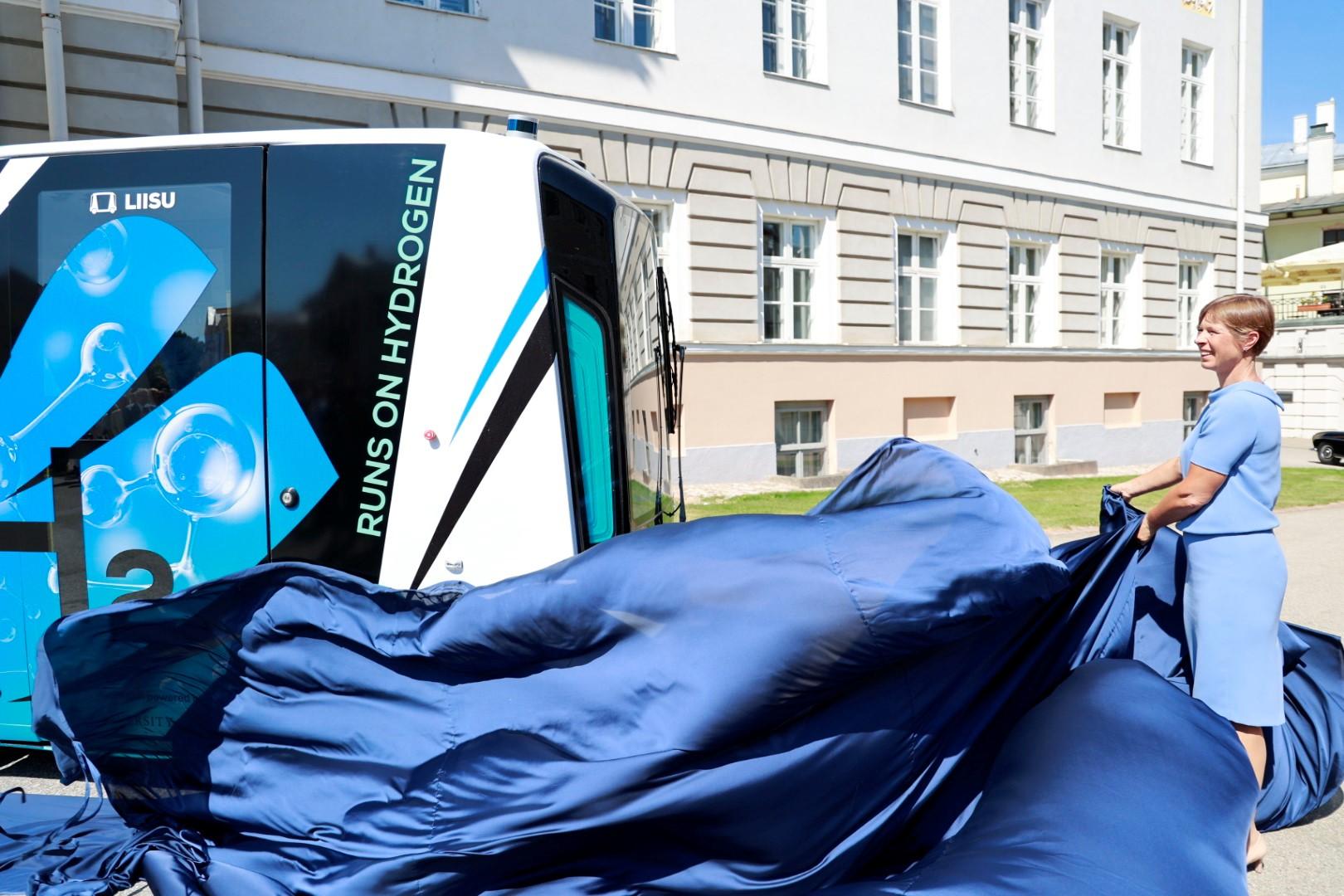 President Kaljulaid unveils Auve Tech hydrogen vehicle