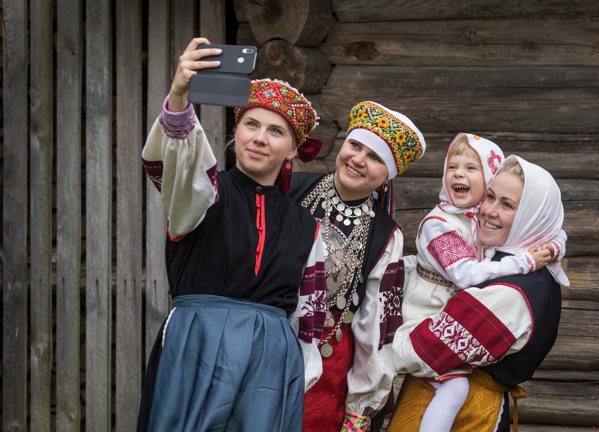 women in Estonian folcloric outfits