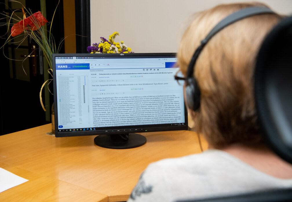 A woman editing a stenogram